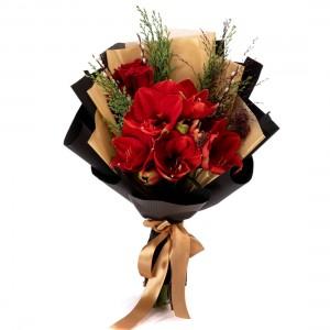 Buchet de flori cu amaryllis si trandafiri rosii