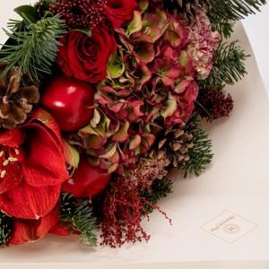 Buchet de flori cu hortensie, amaryllis si trandafiri rosii