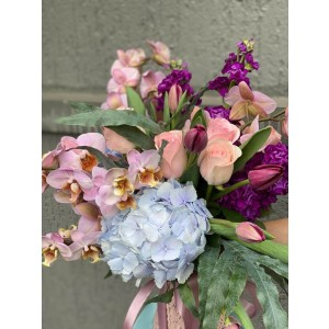 Buchet De Flori Cu Hortensie Lalele si Phalaenopsis