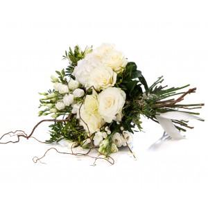 Buchet trandafiri albi si hortensie alba