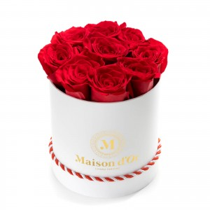 Cutie alba 9 trandafiri rosii martisor
