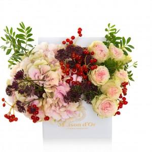 Aranjament floral cu astrantia si hortensie