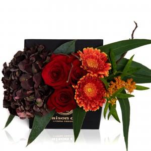 Cutie cu hortensie, asclepias si trandafiri rosii