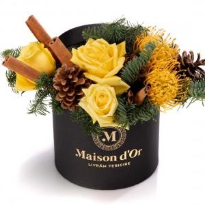 Cutie cu trandafiri galbeni si protea - Colectia de Craciun