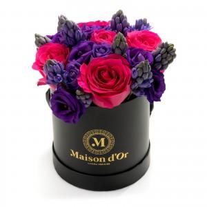 Cutie rotunda cu trandafiri si zambile