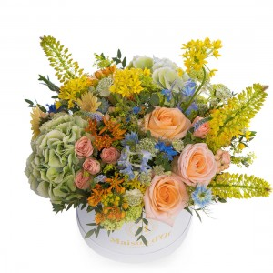 Cutie cu trandafiri,allium si astrantia alba