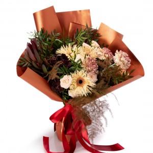 Buchet de flori cu germini si garoafe