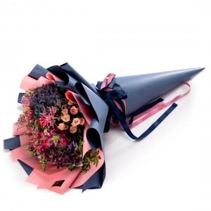 Buchet de flori cu anigozanthos, minirosa si trandafiri