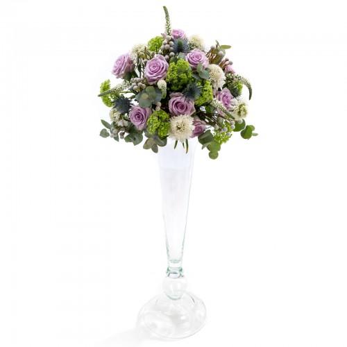 Aranjament floral de nunta din scabiosa, trandafiri