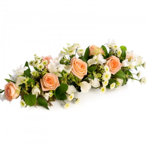 Aranjament prezidiu masa din trandafiri portocalii si cale
