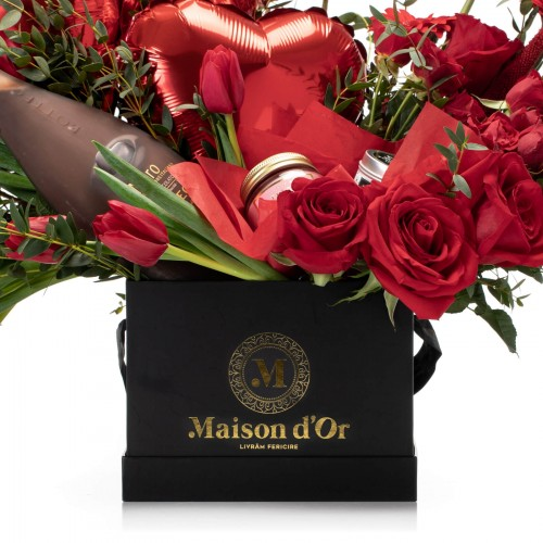 Cutie cu trandafiri rosii, lalele, minirosa, lumanare parfumata si Bottega Nero Liquore al Cioccolato