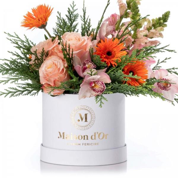 Floral arrangement with roses, Antirrhinum and cymbidium