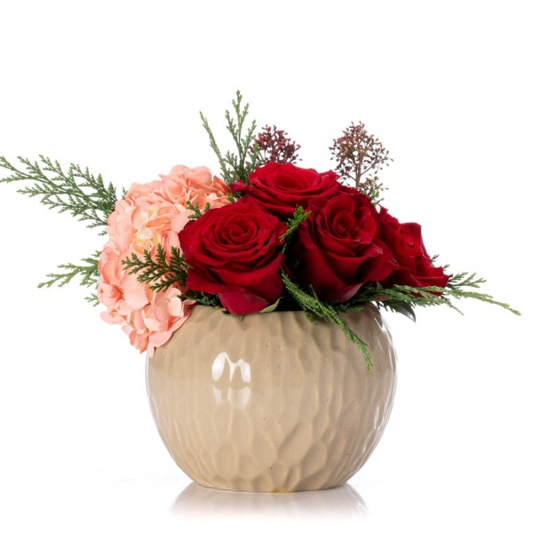 Floral arrangement with red roses and pink hydrangea
