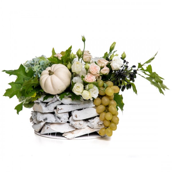 Floral arrangement in basket with lisianthus and mini rose