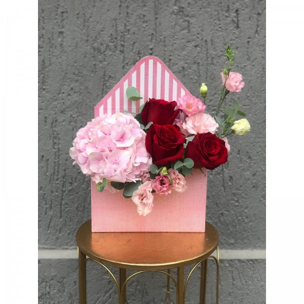 Floral Arrangement In Box Envelope with red roses, hydrangea and lisianthus