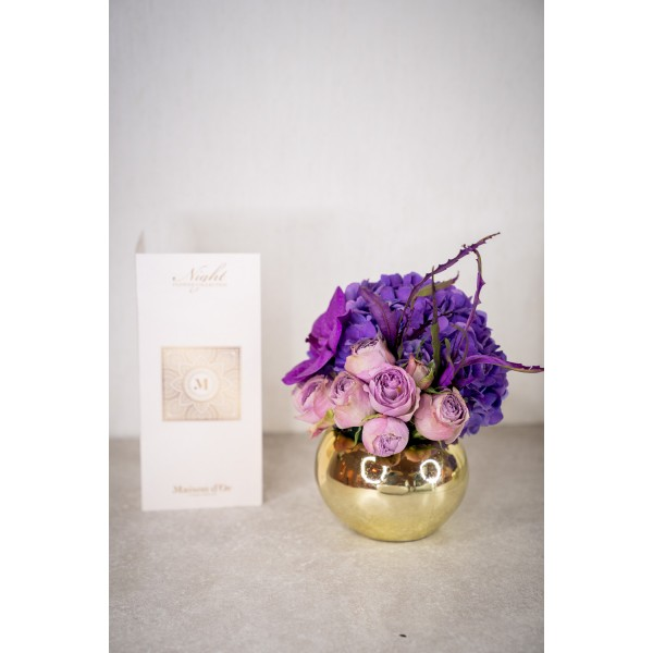 Floral arrangement with lilac roses