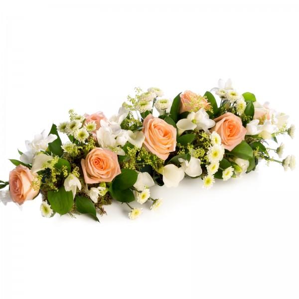 Arrangement table arrangement of orange roses and path