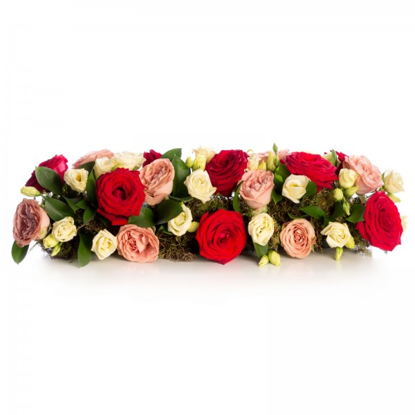 Floral arrangement of roses and lisianthus