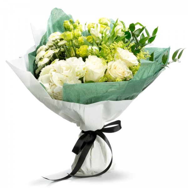 Bouquet of white roses and white hydrangea