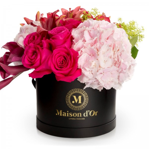 Desire collection - black round box with rosehip and pink hydrangea roses