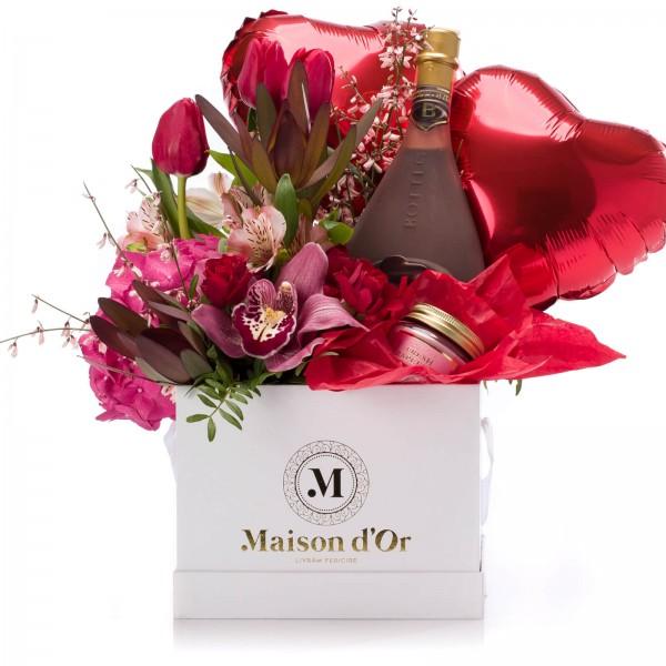 Box of tulips, alstroemeria, mini rose, scented candle, Bottega Nero Liquore al Cioccolato and heart-shaped balloons