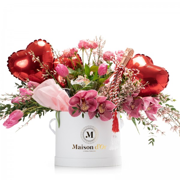 Cutie rotunda cu lalele, minirosa, Bottega Rose Gold Prosecco, 2 lumanari parfumate si 3 baloane inima - Pachet cadou 1-8 Martie