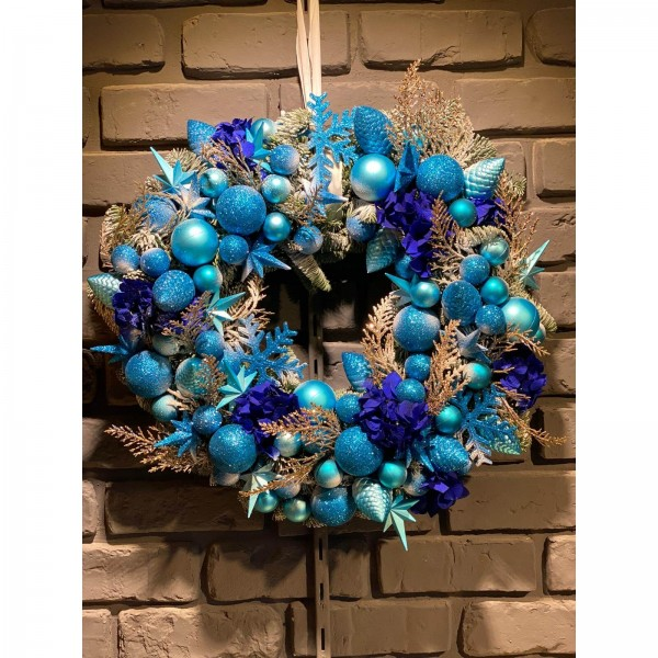 Christmas wreath with globes