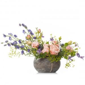 Aranjament floral cu minirosa si clematis