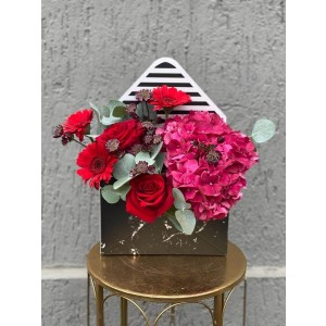 Floral Arrangement In Envelope Box With Red Roses, Cyclam Hydrangea And Germs