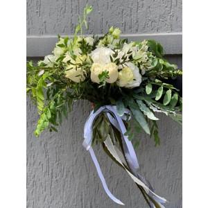 Buchet cu hortensie alba, alstroemeria si salcam