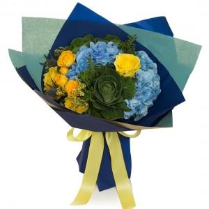 Buchet de flori hortensie si brassica verde