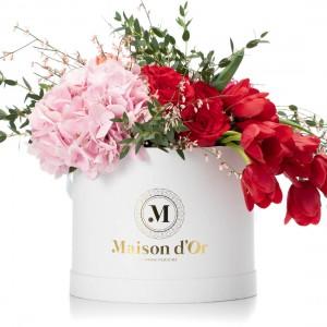 Cutie cu minirosa, trandafiri rosii si hortensie