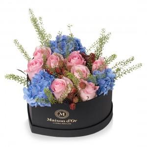 Cutie inima medie cu hortensie si trandafiri roz