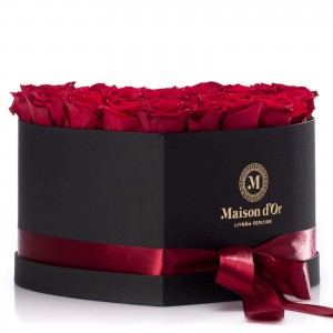 Cutie inima neagra 33 trandafiri rosii
