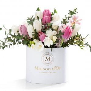 Cutie cu zambile roz, frezii, lalele roz si albe