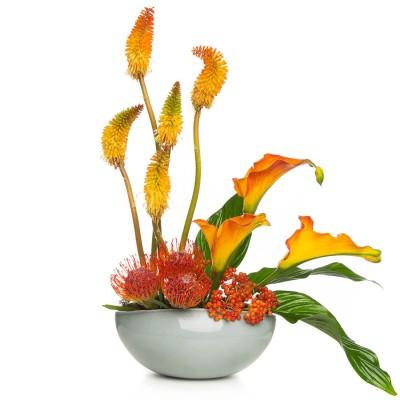 Aranjament floral cu cale si viburnum