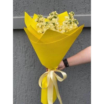 Buchet de flori 9 matthiola crem