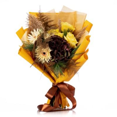 Buchet de flori cu trandafiri galbeni si germini crem