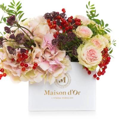 Aranjament floral cu astrantia, hortensie si minirosa