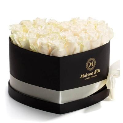 Cutie inima cu 33 trandafiri albi