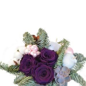Aranjament decorativ de Craciun cu trandafiri criogenati