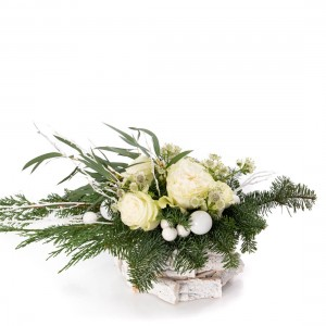 Floral arrangement with white roses, globes and astrantia - Christmas Collection