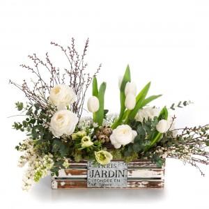Aranjament floral in cos cu Lalele si Myrica
