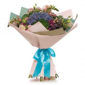 Buchet de flori hortensie si antirrhinum roz