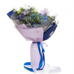 Buchet de flori hortensie si lisianthus mov