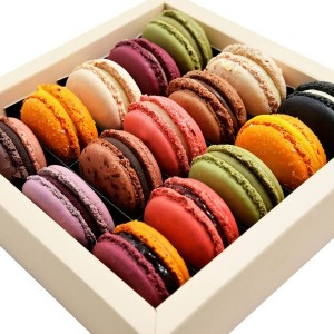 Box With Macarons 15 pieces - by Chocolat
