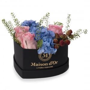Cutia inima mica cu hortensie si trandafiri