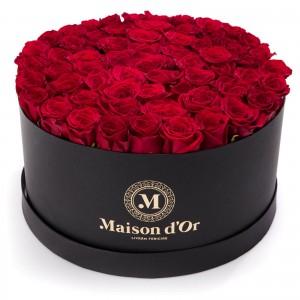 Cutie neagra cu 101 trandafiri rosii