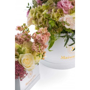 Floral arrangements in pink shades Mother-Daughter