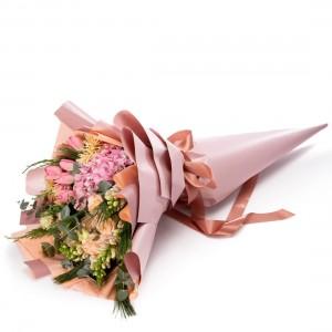 Buchet de flori cu lalele roz si antirrhinum
